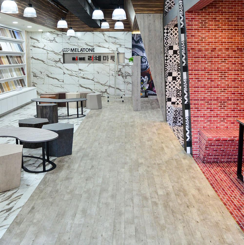 Melatone Showroom in Incheon showcasing laminate and flooring laminate applications